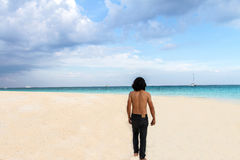 Man relax in vacation on the tropical beach, andaman,koh rok, la Royalty Free Stock Photography