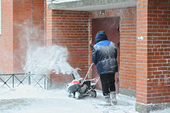 Man removes snow in the yard Royalty Free Stock Photos
