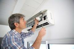 Man repairing air conditioner Stock Photography
