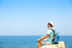 Man on rock above the sea Royalty Free Stock Photos