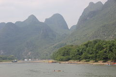 A man is rowing on the Li river. Cruise on the Li river, Guilin - China Stock Photography