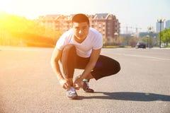 Man runner tying shoelaces Royalty Free Stock Photos