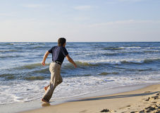 Man running along seashore Royalty Free Stock Photography
