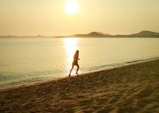 A man runs along the coast Royalty Free Stock Photography