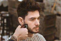 Man& x27; s身体关心 自称呼头发 库存照片