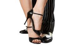Man ` s och kvinnlig fot som dansar tango som isoleras med snabba banor Fotografering för Bildbyråer