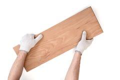 Man& x27; s ręki w białych bawełnianych rękawiczkach trzyma drewnianą deskę Fotografia Stock