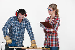Man sawing a plank Royalty Free Stock Images