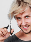 Man with scissors texturizing or thinning shears Royalty Free Stock Photography