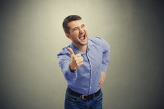 Man screaming and showing Royalty Free Stock Photos