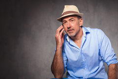 Man seated and posing for the camera while looking away Royalty Free Stock Images
