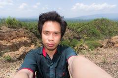 Man Selfie med det Doi Tok Grandet Canyon i den Mae Wang nationalparken Fotografering för Bildbyråer