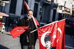 Man sells turkish flags Stock Photos