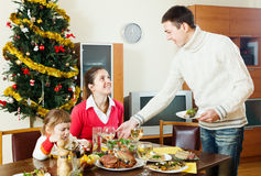 Man serving Christmas table Royalty Free Stock Photos