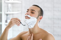 man shaving Στοκ εικόνα με δικαίωμα ελεύθερης χρήσης