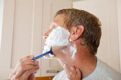 Man shaving with razor Royalty Free Stock Photography