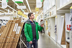 Man shopping for bathroom equipment in shop Royalty Free Stock Images
