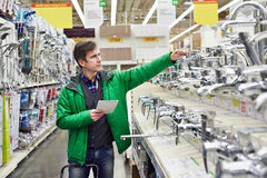Man shopping for bathroom equipment in shop Stock Photography