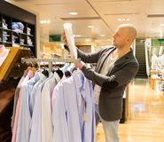 Man in a shopping mall Royalty Free Stock Photos