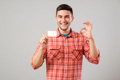 Man showing blank business card Royalty Free Stock Photography