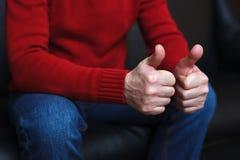 man showing thumbs up Στοκ εικόνες με δικαίωμα ελεύθερης χρήσης