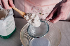 Man sifting flour for pizza dough Royalty Free Stock Photos