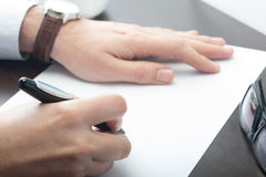 Man signing document Stock Photography