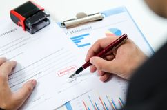 Man signs the contract with pen. Royalty Free Stock Photos