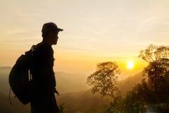 Man silhouet bij een gezichtspunt die centraal Thailand overzien Royalty-vrije Stock Foto
