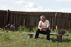 Man sits on bench Royalty Free Stock Photography