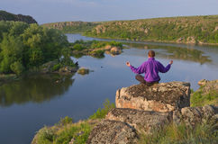 Man sits on a rock above the river Royalty Free Stock Photography