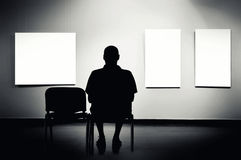 Man sitting in art gallery Royalty Free Stock Photos