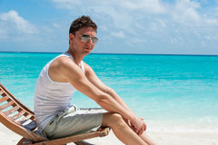 Man sitting on the beach Royalty Free Stock Photography