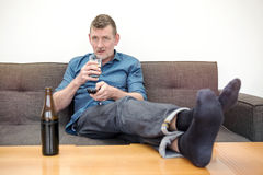 Man sitting on couch and watching tv Stock Photography