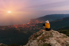 Man sitting on the edge of a cliff Royalty Free Stock Image