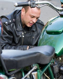 Man sitting by motorcycle Royalty Free Stock Photos
