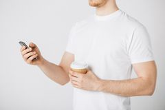 Man with smartphone and coffee Royalty Free Stock Images