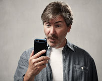 Man with smartphone Royalty Free Stock Photos