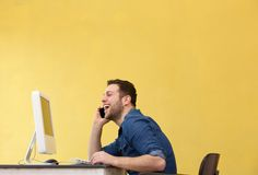 Man smiling and talking on phone Stock Photography