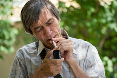 Man smoking cigarette Royalty Free Stock Photography