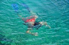 Man snorkeling at Phi Phi Island, Phuket, Thailand Stock Photography