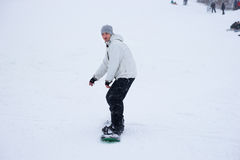 Man snowboarding down hill Royalty Free Stock Photography