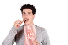 Man som äter popcorn Royaltyfri Bild