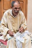 Man som arbetar i Fès Marocko Fotografering för Bildbyråer