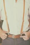 Man som bär den bruna suspenderen Royaltyfria Foton