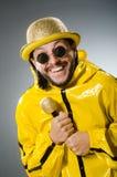 Man som bär den gula dräkten Royaltyfria Bilder