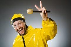 Man som bär den gula dräkten med mic Royaltyfria Foton