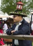 Man som bär den stora hatten på Virginia Gold Cup Arkivbilder