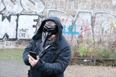 Man som bär en svart maskering Royaltyfri Foto
