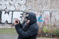 Man som bär en svart maskering Fotografering för Bildbyråer